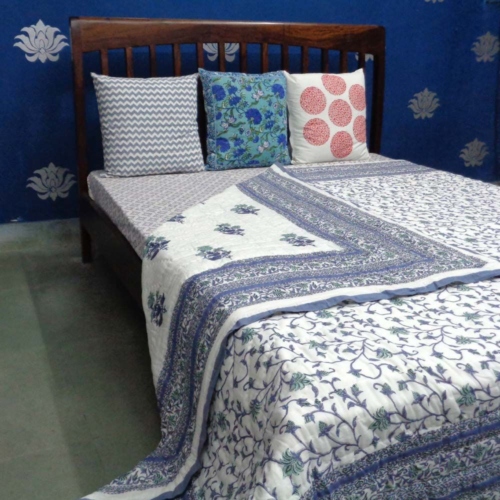 FLORAL BALE BLUE 4851 QUEEN SIZE Quilt in Blue vines with flowers